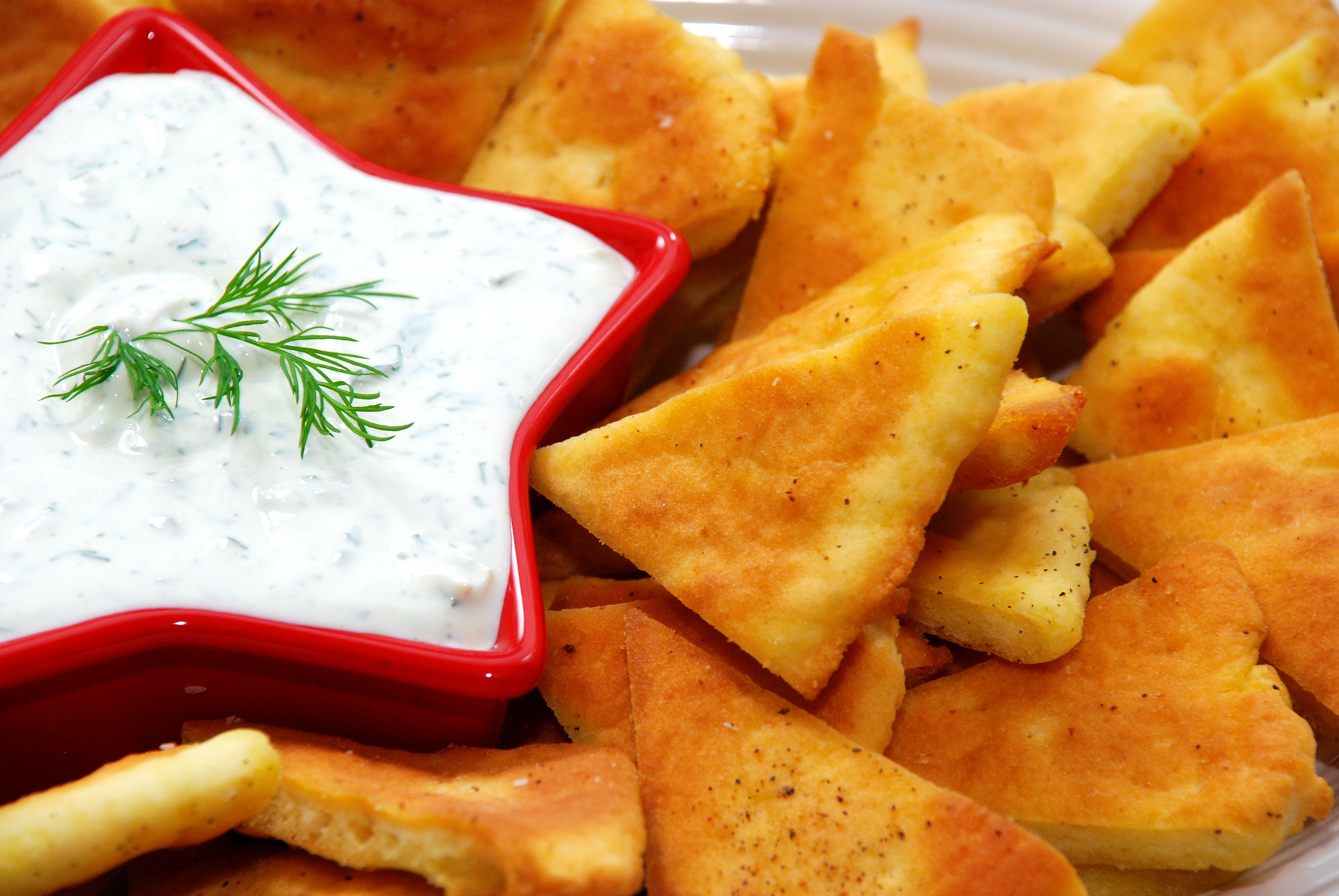 Baked Pita Chips with Creamy Dill Dip