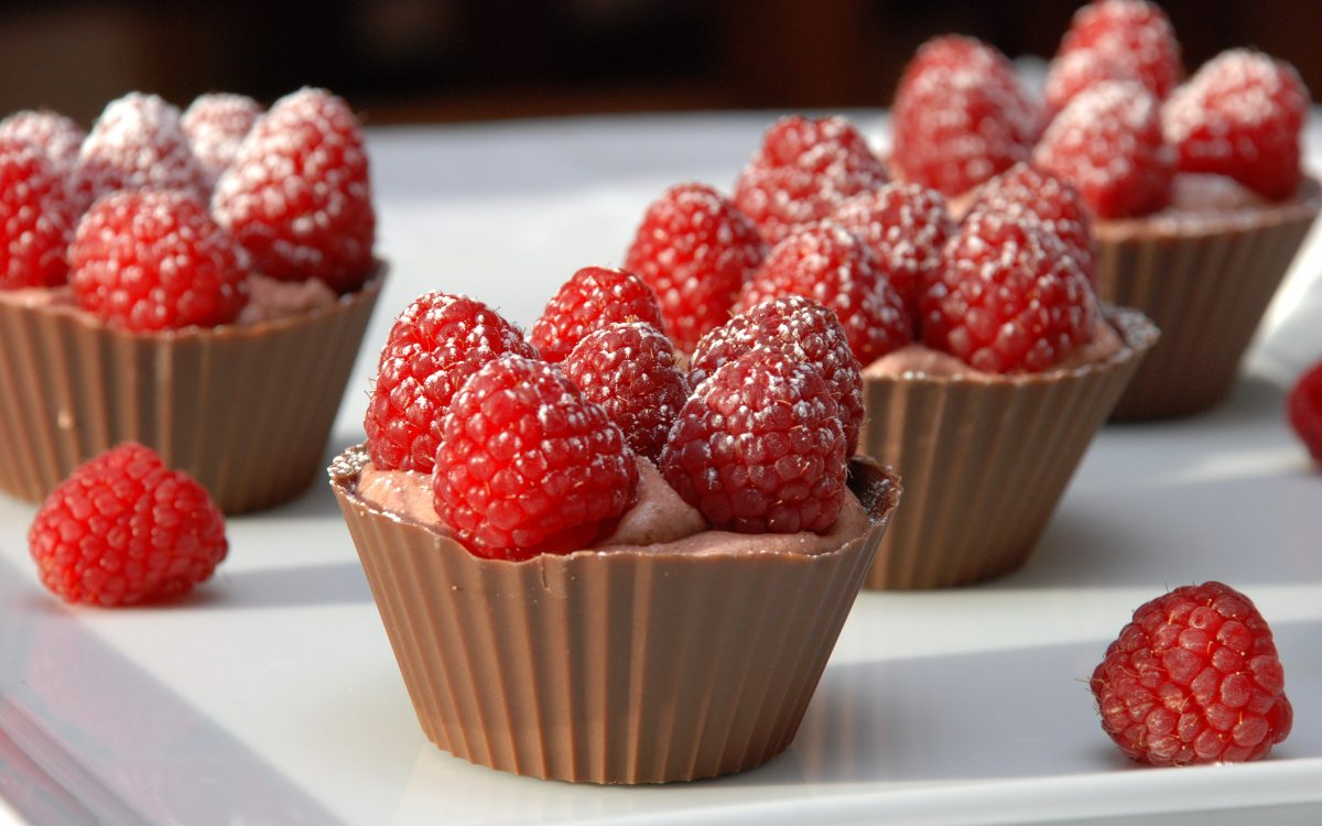 raspberry chocolate cups